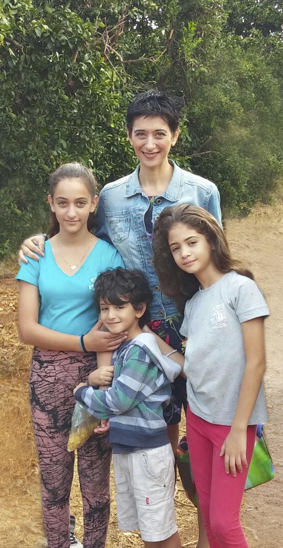 גלית ושלושת ילדיה: דניאל, אורי ושגיא