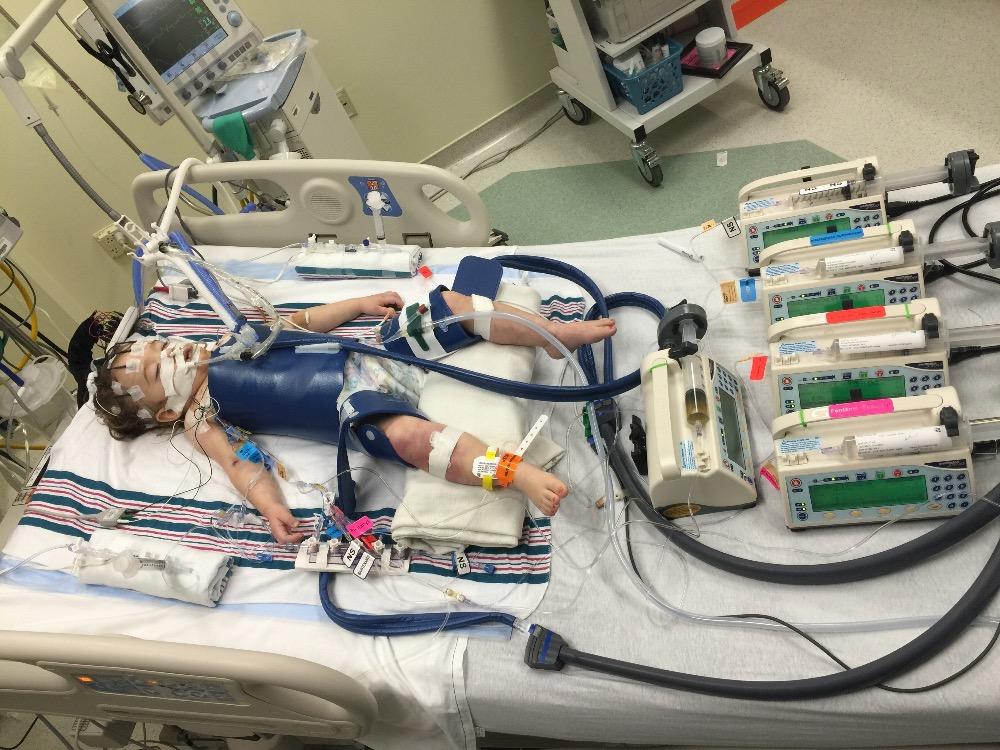 עדן בבית החולים, חודש לפני יום הולדתה השני   תמונה: באדיבות המשפחה של עדן